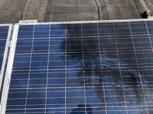Roet aanslag op zonnepaneel